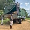 manueel afladen van de kamion,  een hele karwei